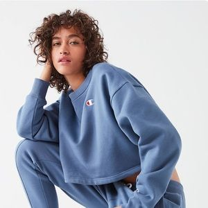 Cropped Champion Navy Blue Sweatshirt